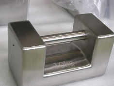 The method of testing the magnetic susceptibility of stainless steel lock weights